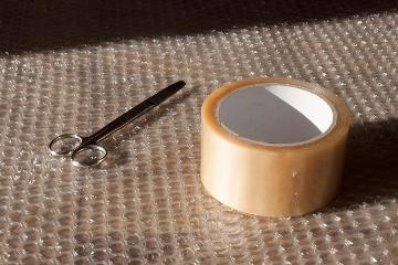 Diferencias entre espuma para embalaje y plástico de burbujas para proteger las mercancías