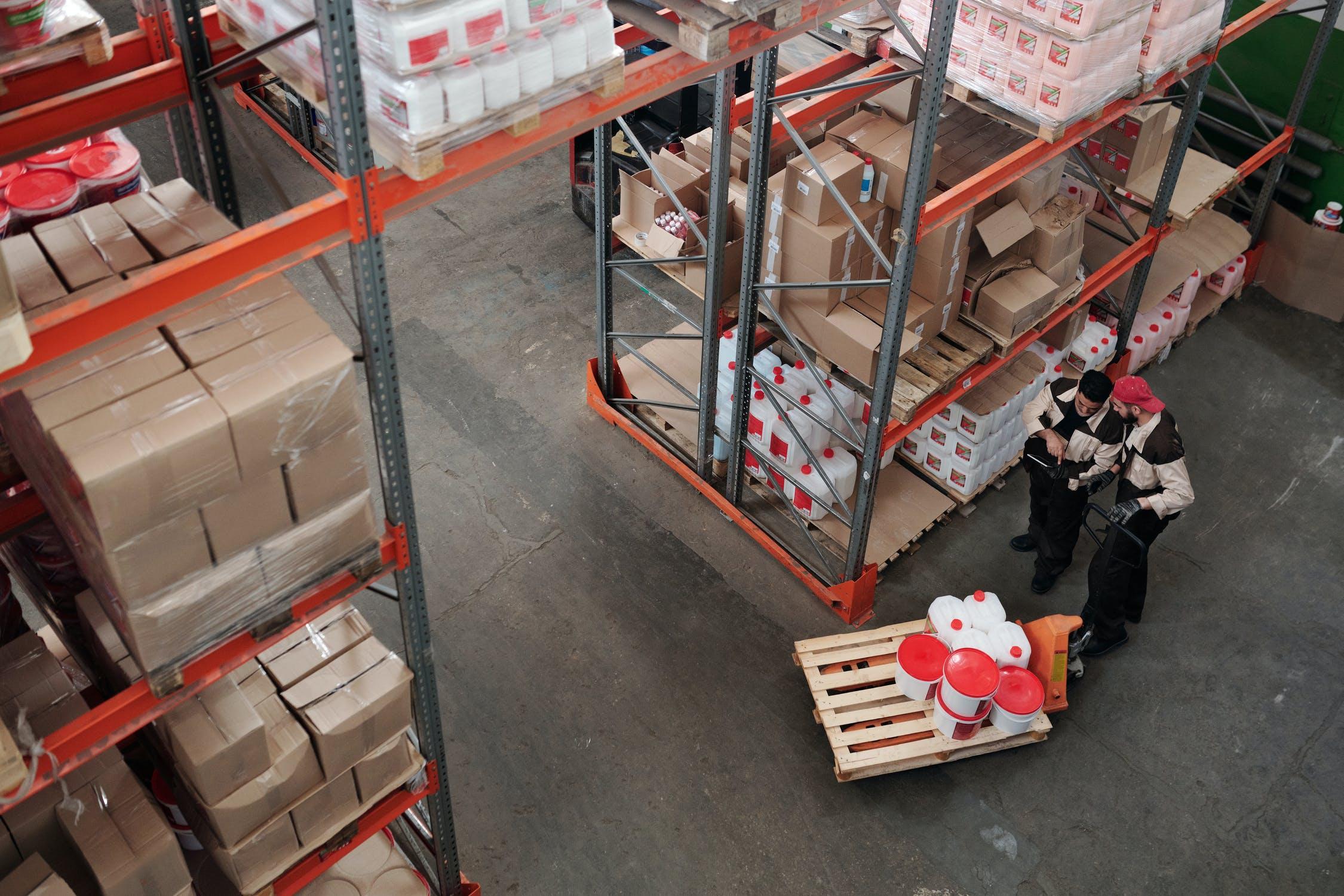 Diferencias entre envase y embalaje en el sector industrial